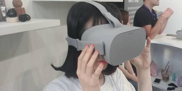 [PLAY IT] VR게임보다 넷플릭스 감상이 더 매력, '오큘러스고' 써보니