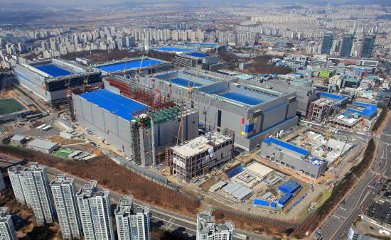 133조원 투자…이재용 삼성전자 부회장, '시스템 반도체' 승부수 던진 까닭은?(종합)