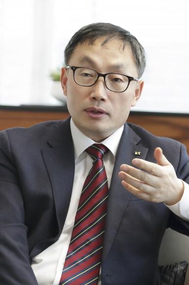 [취재수첩] 주가부양 약속 지킨 KT 구현모…산은 남았다